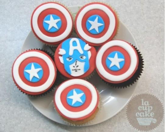 """Небычные капкейки """"Капитан Америка"""" 52U"""